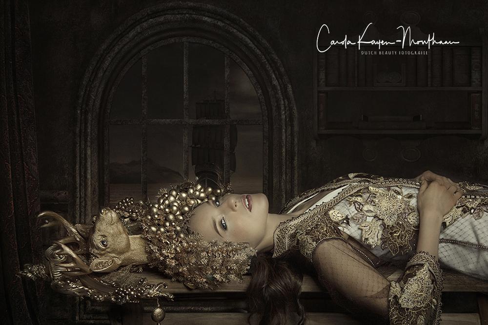 Lady in gold art